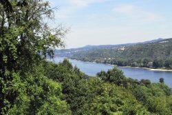 Ausblick vom Eifeldorf auf den Rhein